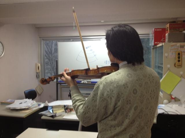 バイオリン弾き.JPG